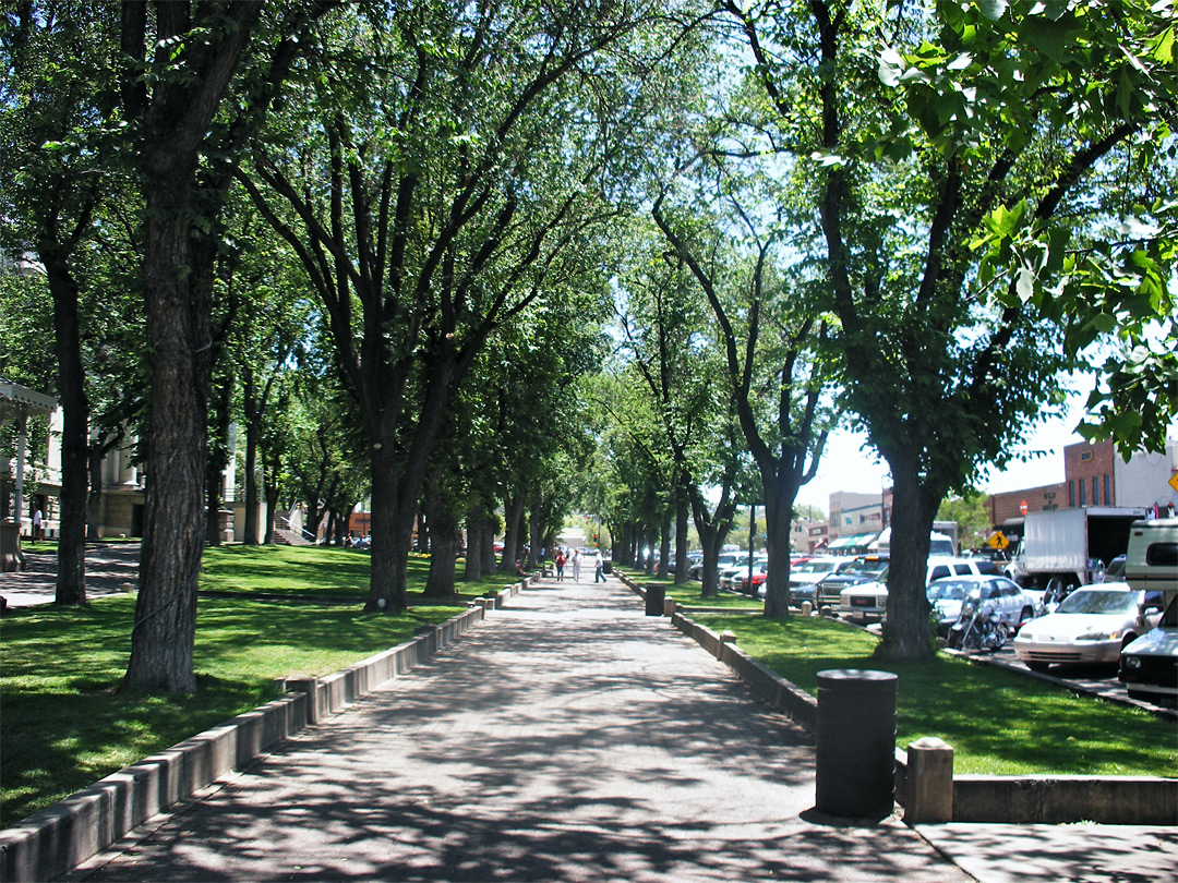Path along Courthouse Square