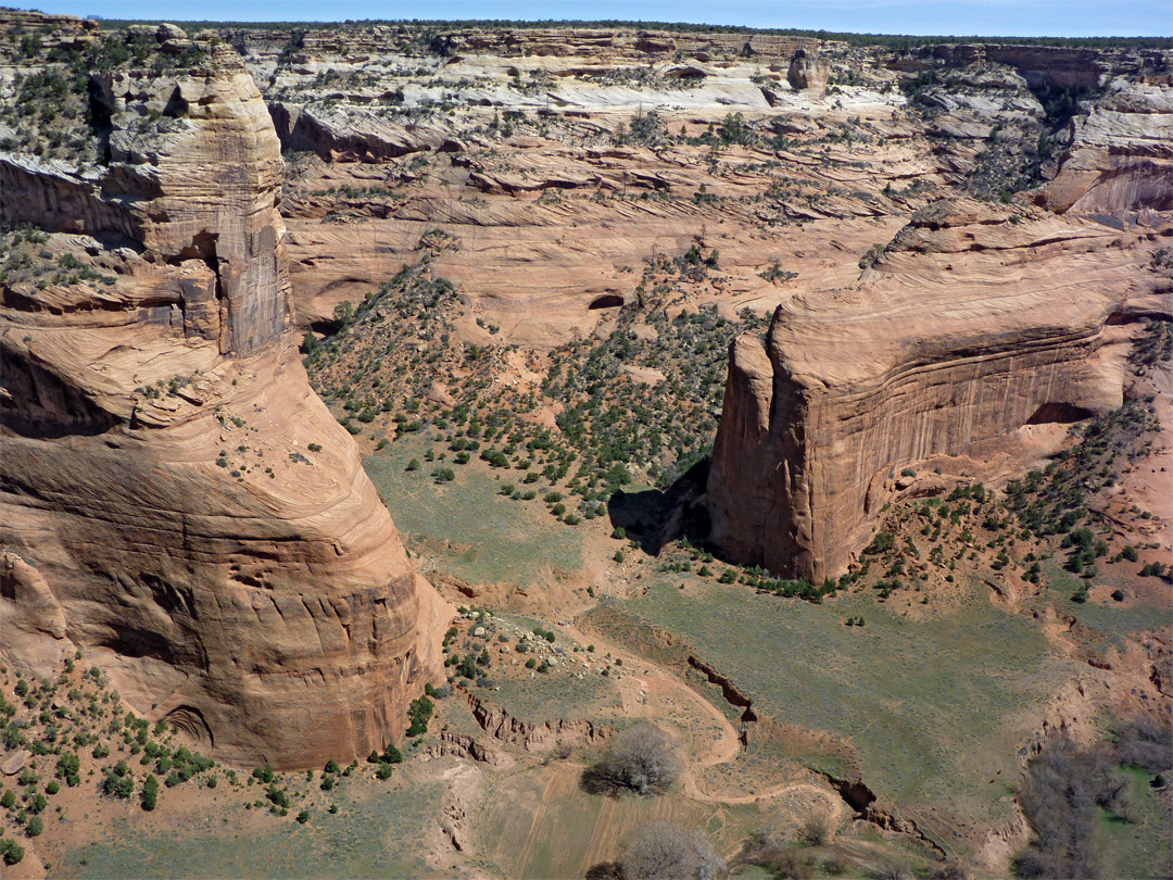 mummy cave overlook  canyon de chelly national monument
