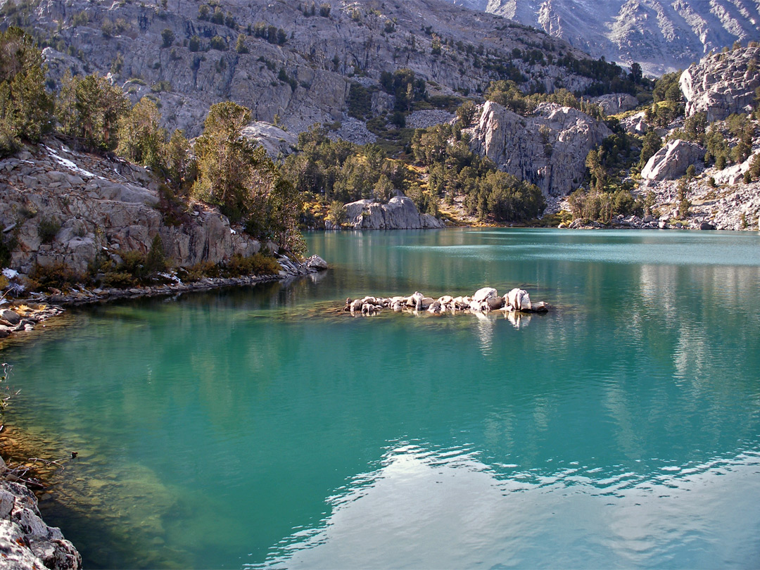 Turquoise water in Fifth Lake