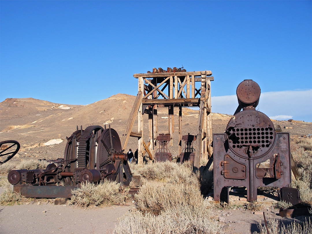 Head frame and machinery