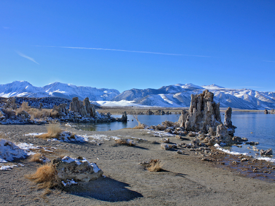 Snow on tufa