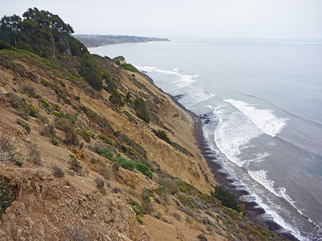 Steeply-sloping coastline