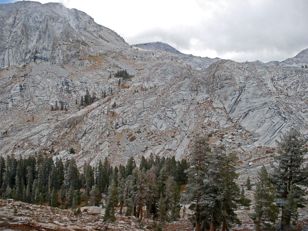 Granite ridge north of Pear Lake