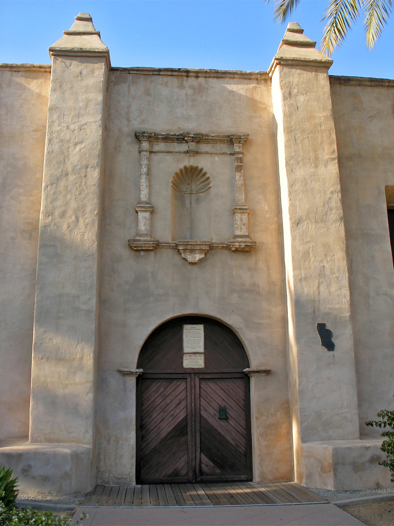 Side door at San Gabriel Arcángel