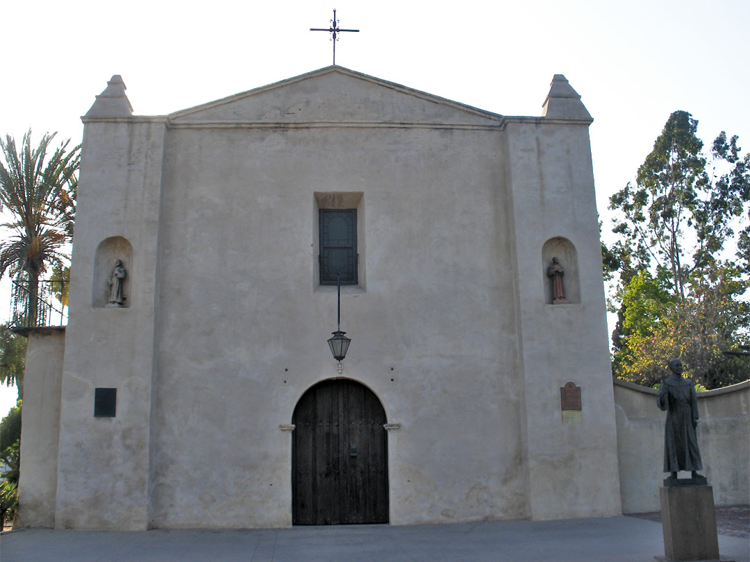 Entrance to San Gabriel Arcángel