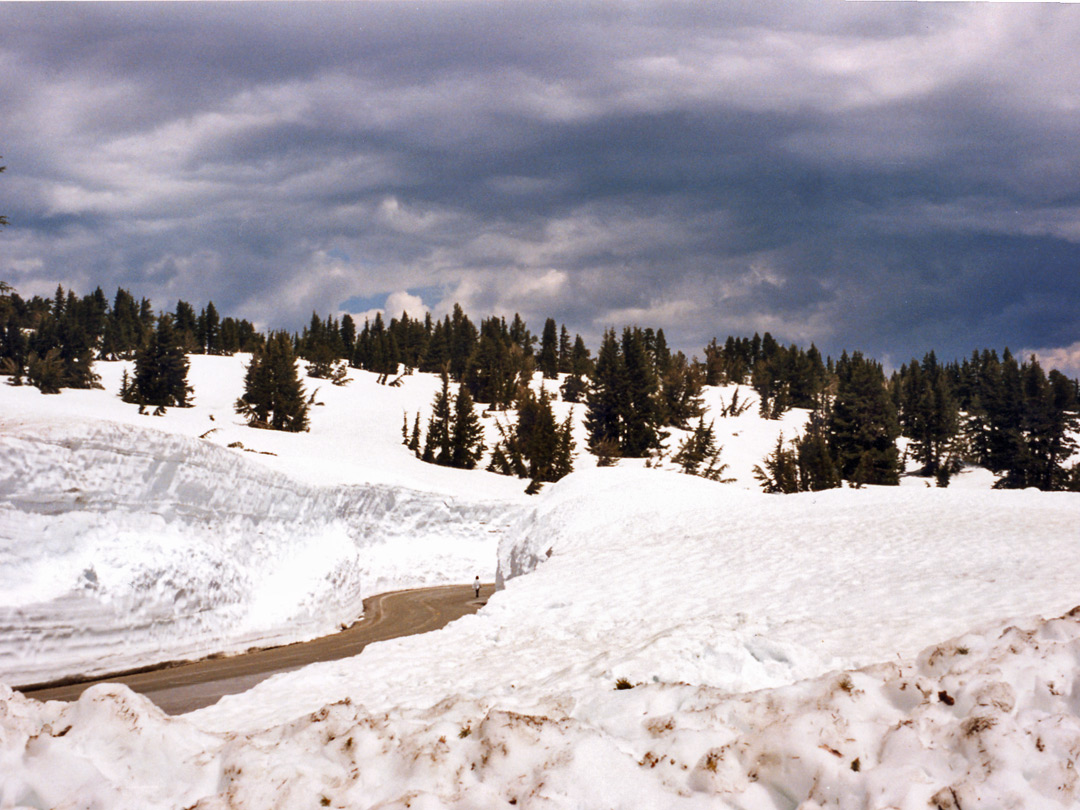 The road near Lassen Peak