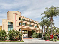 Econo Lodge Inn & Suites Riverside