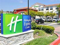 Holiday Inn Express & Suites Lake Forest