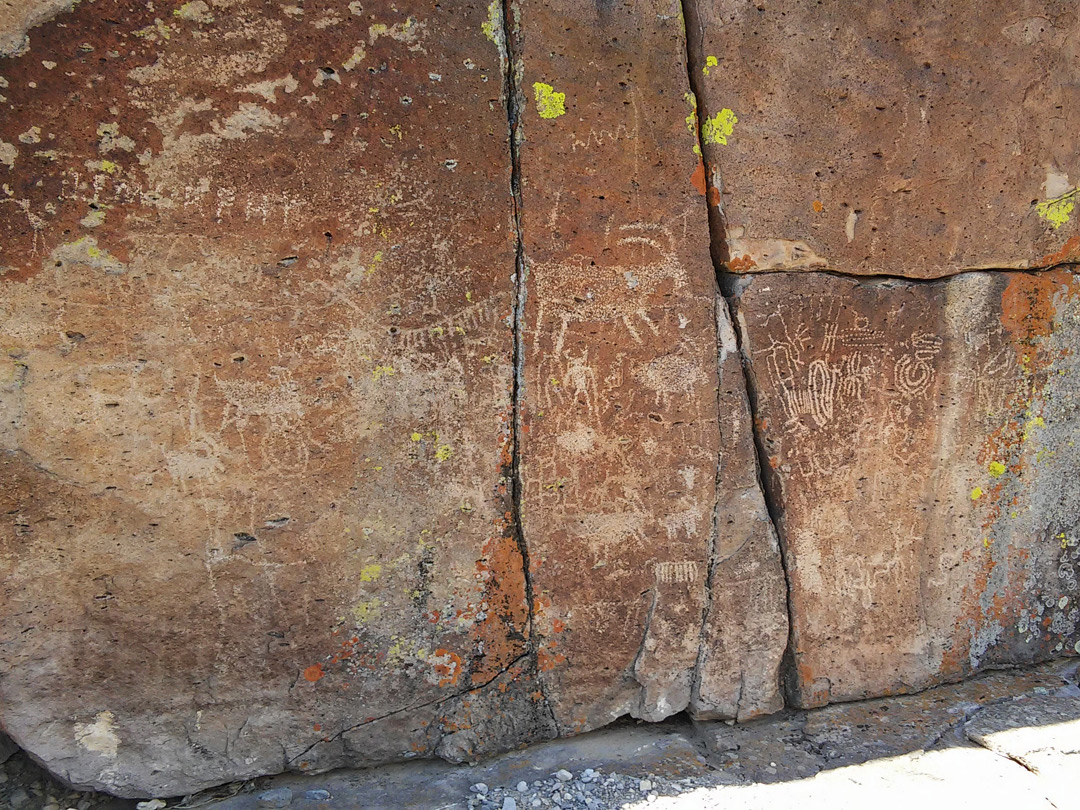 Petroglyphs at Echo Rock