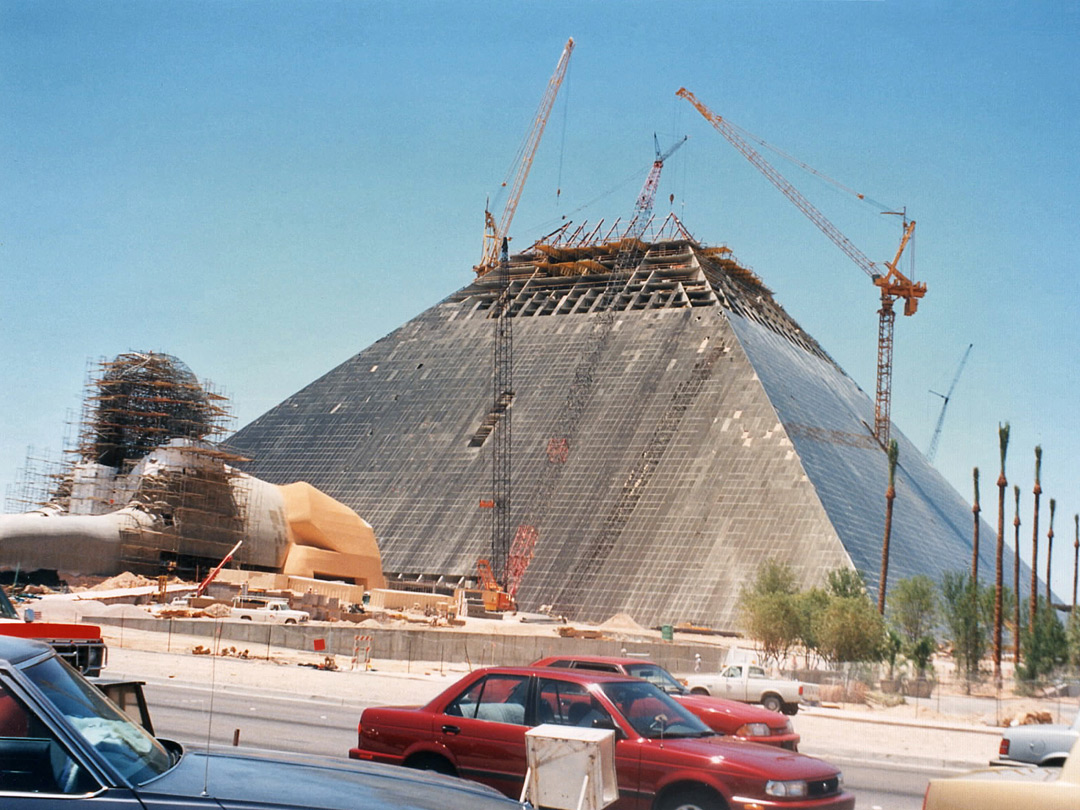 Luxor under construction in 1994
