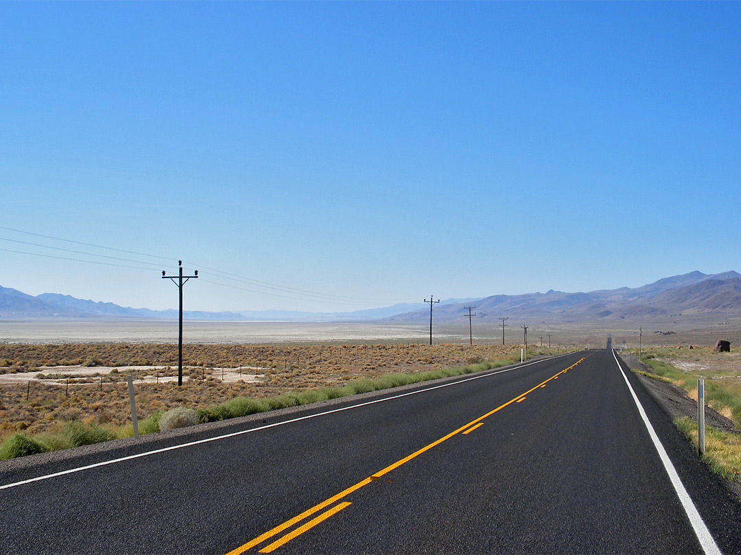 Road past Winnemucca Lake