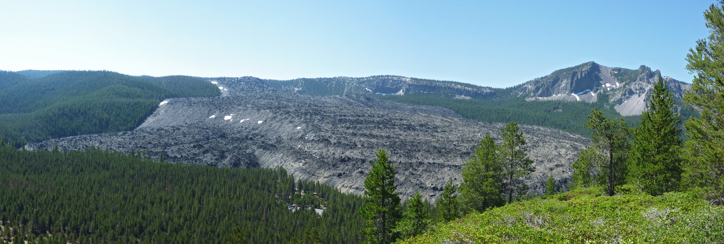 Big Obsidian Flow, along the Little Crater Trail