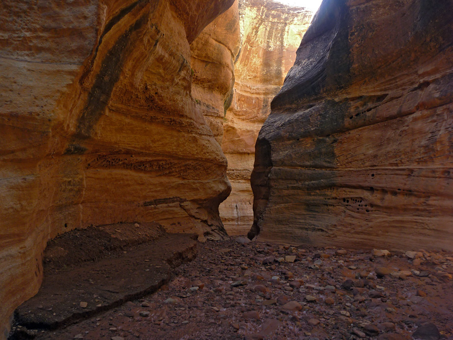 narrow place in the canyon  the holeman slot  utah