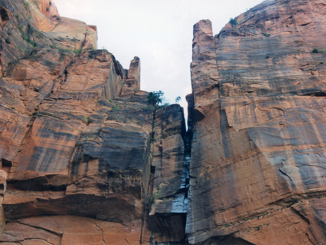 Cliffs above the Emerald Pools