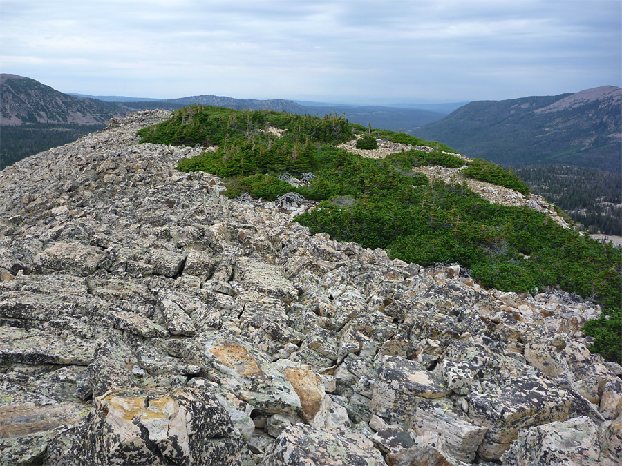 Rocky summit north of Lofty Lake