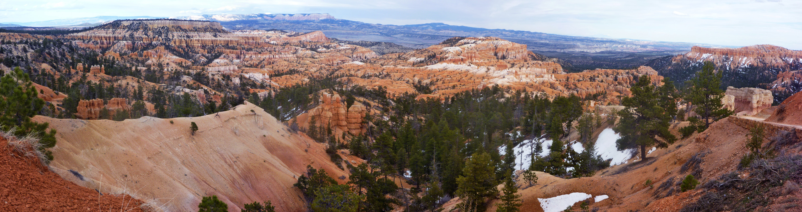 Hoodoos and ridges below Sunrise Point