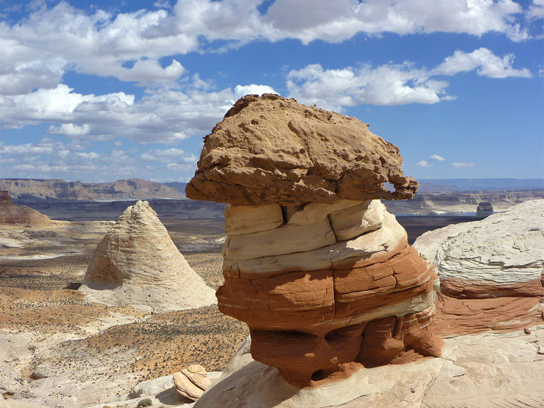 Red and white hoodoo