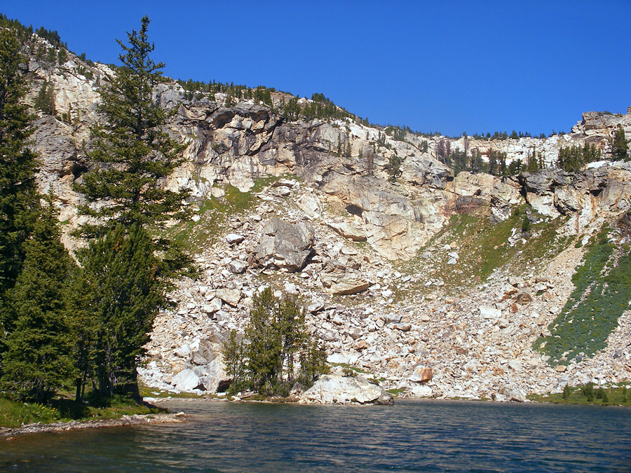 Cliffs beside Holly Lake